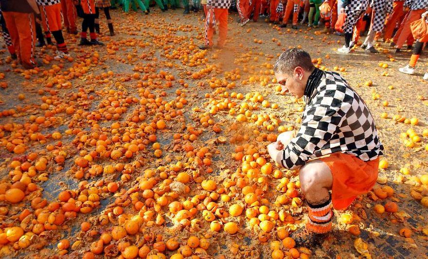 Cuộc chiến ném cam và 10 lễ hội quái đản nhất thế giới-12