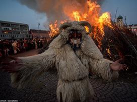 Cuộc chiến ném cam và 10 lễ hội 'quái đản' nhất thế giới