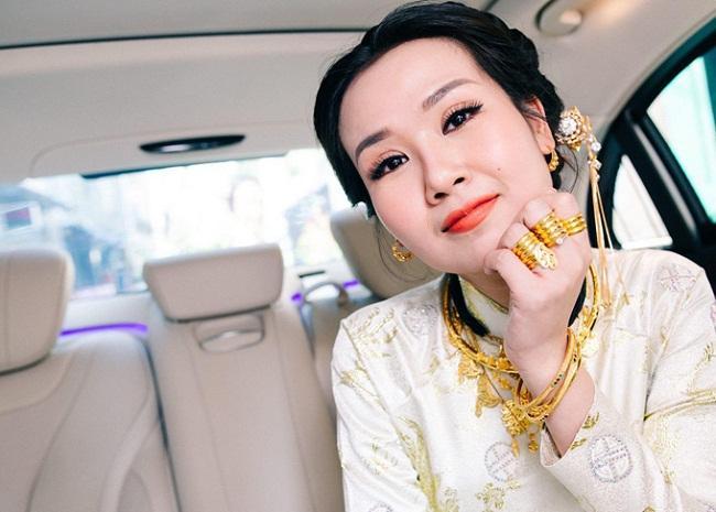 Những mỹ nhân Việt đeo vàng nặng trĩu, cưới đại gia thân thế khủng cỡ nào?-1