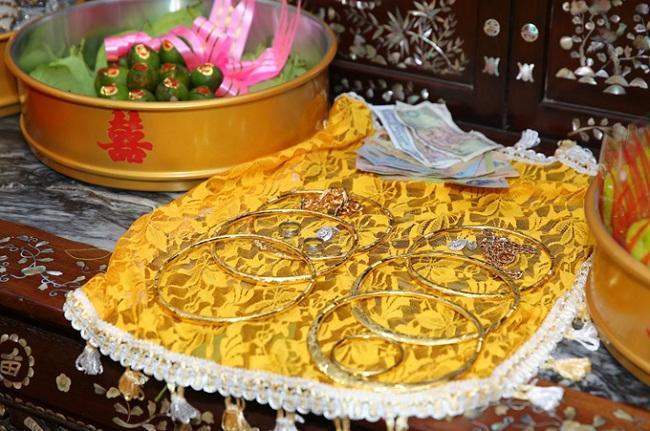 Những mỹ nhân Việt đeo vàng nặng trĩu, cưới đại gia thân thế khủng cỡ nào?-6