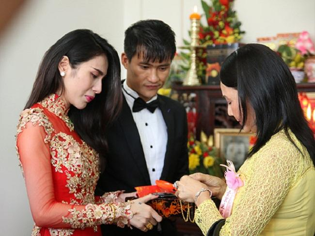Những mỹ nhân Việt đeo vàng nặng trĩu, cưới đại gia thân thế khủng cỡ nào?-14