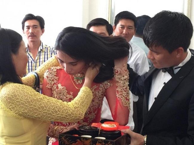 Những mỹ nhân Việt đeo vàng nặng trĩu, cưới đại gia thân thế khủng cỡ nào?-15