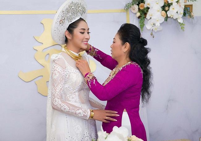 Những mỹ nhân Việt đeo vàng nặng trĩu, cưới đại gia thân thế khủng cỡ nào?-19