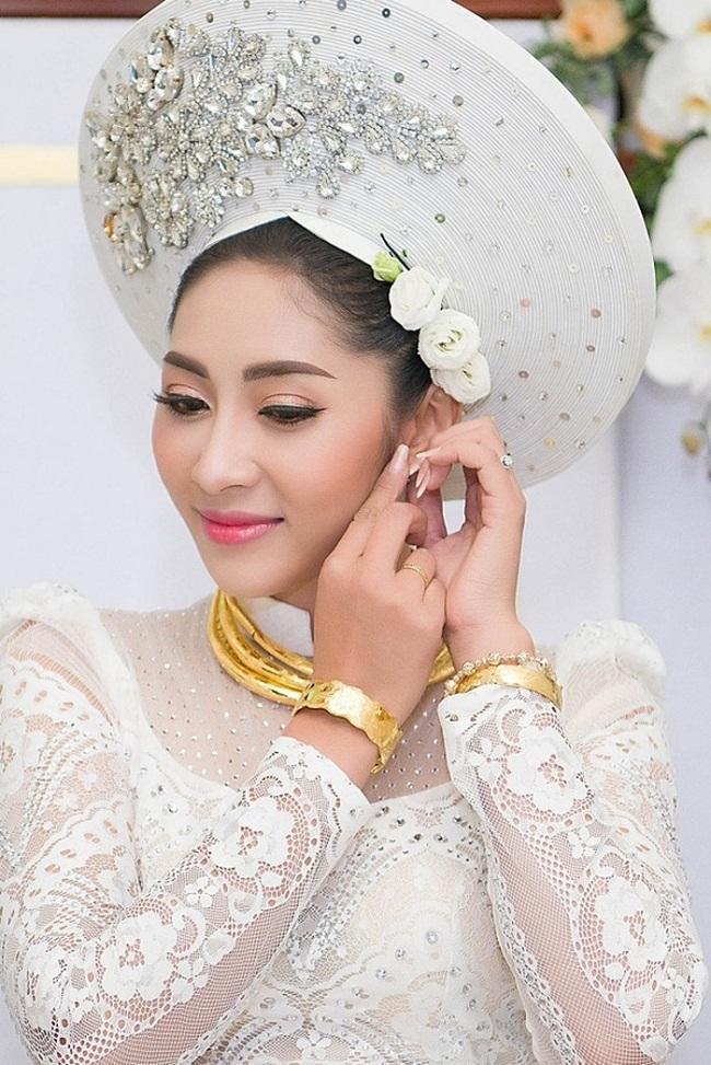 Những mỹ nhân Việt đeo vàng nặng trĩu, cưới đại gia thân thế khủng cỡ nào?-21