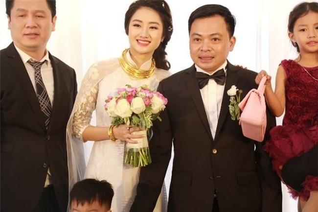Những mỹ nhân Việt đeo vàng nặng trĩu, cưới đại gia thân thế khủng cỡ nào?-24