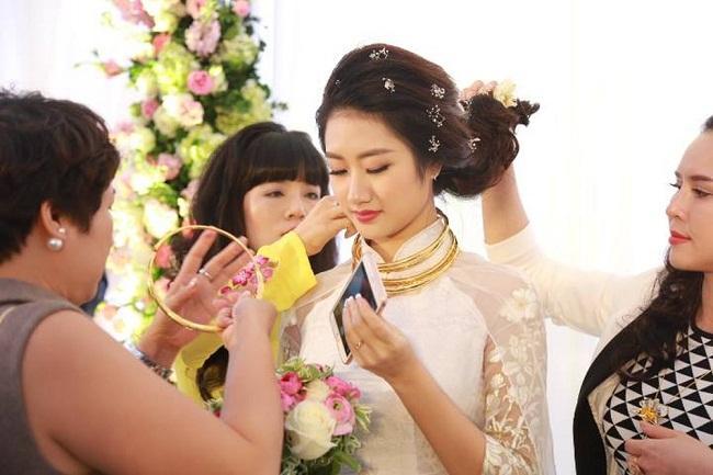Những mỹ nhân Việt đeo vàng nặng trĩu, cưới đại gia thân thế khủng cỡ nào?-25