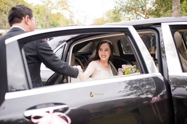 NSND Trung Hiếu rạng rỡ, hôn vợ đắm đuối trong lễ cưới tại Sơn La-2