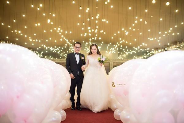 NSND Trung Hiếu rạng rỡ, hôn vợ đắm đuối trong lễ cưới tại Sơn La-3