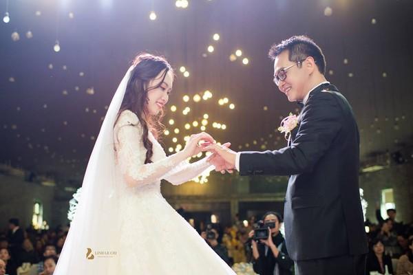NSND Trung Hiếu rạng rỡ, hôn vợ đắm đuối trong lễ cưới tại Sơn La-4