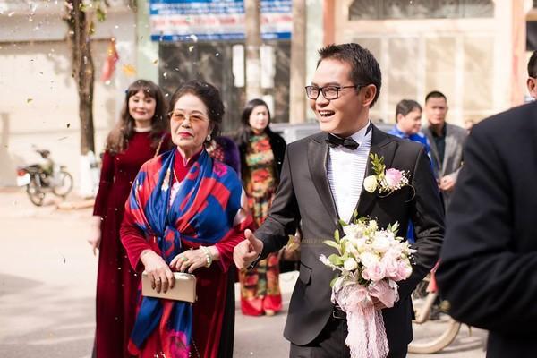 NSND Trung Hiếu rạng rỡ, hôn vợ đắm đuối trong lễ cưới tại Sơn La-5
