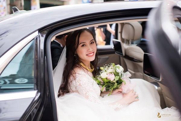 NSND Trung Hiếu rạng rỡ, hôn vợ đắm đuối trong lễ cưới tại Sơn La-6