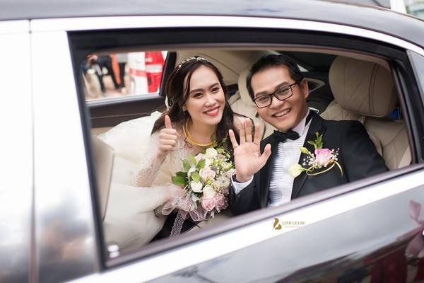 NSND Trung Hiếu rạng rỡ, hôn vợ đắm đuối trong lễ cưới tại Sơn La-8