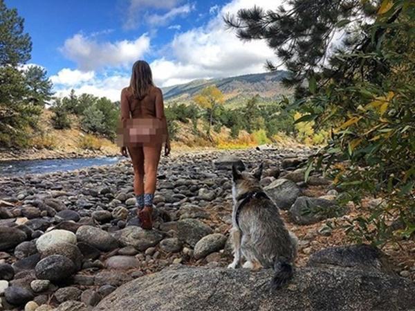 Để quên bạn trai cũ, nữ bác sĩ chụp ảnh khỏa thân nơi hoang dã-2