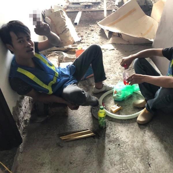 Chết cười với ảnh phiên bản đời thường của ĐT Việt Nam: Văn Toàn làm thợ xây, thầy Park an nhiên uống trà đá-1