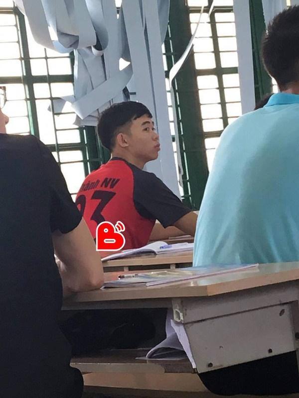 Chết cười với ảnh phiên bản đời thường của ĐT Việt Nam: Văn Toàn làm thợ xây, thầy Park an nhiên uống trà đá-3