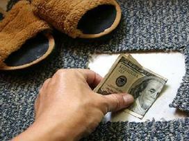 Nhà đã nghèo còn cất tiền kiểu này thì còn RÁCH MÙNG TƠI, của cải cứ 'đội nón ra đi' mãi mãi