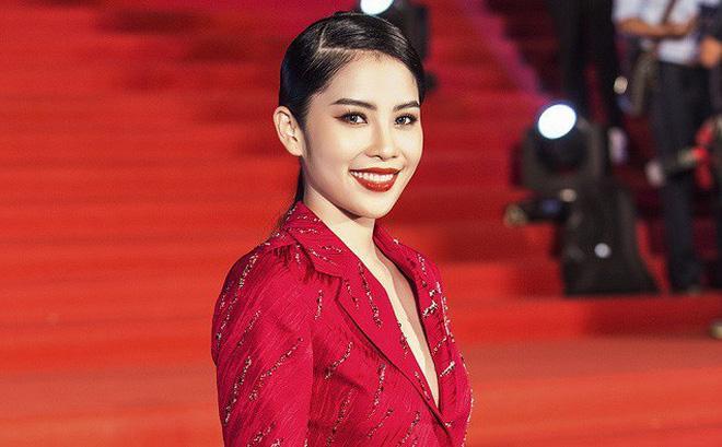Vượt qua lời chúc phúc kém duyên của Hòa Minzy, cô gái đồng trinh Nam Em bỗng trở thành chuyện hot nhất tuần-1