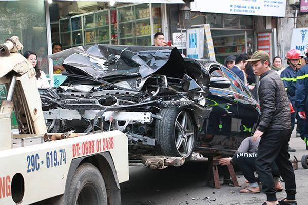 Ô tô đâm 5 xe trên phố Ngọc Khánh, cụ bà bán hàng rong đi bộ tử vong-1