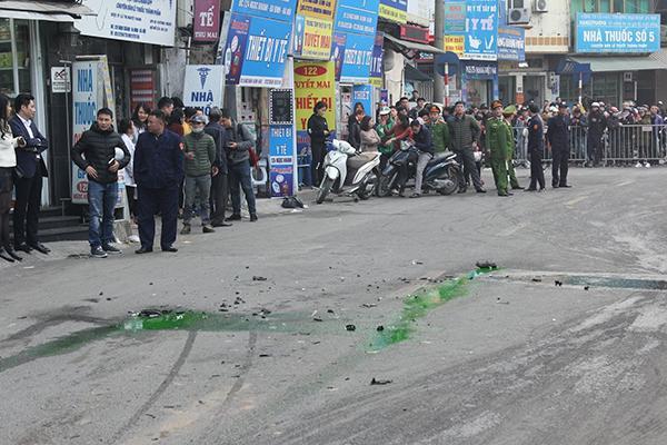 Ô tô đâm 5 xe trên phố Ngọc Khánh, cụ bà bán hàng rong đi bộ tử vong-5