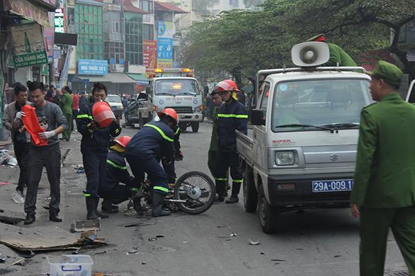 Ô tô đâm 5 xe trên phố Ngọc Khánh, cụ bà bán hàng rong đi bộ tử vong-6