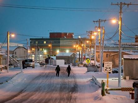 Thị trấn ở Alaska mỗi năm có 65 ngày sống trong bóng tối