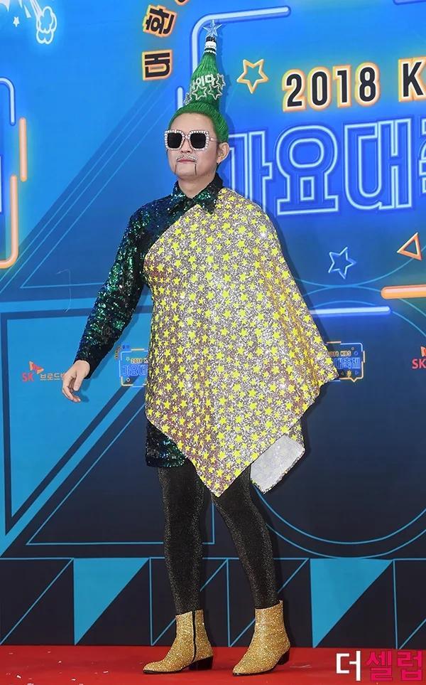 Chết cười với kiểu tóc độc lạ chưa ai dám để của nam ca sĩ Hàn Quốc-3