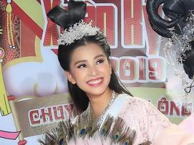 Hoa hậu Tiểu Vy hóa tiên nữ quyến rũ Ngọc hoàng trong Táo Quân 2019