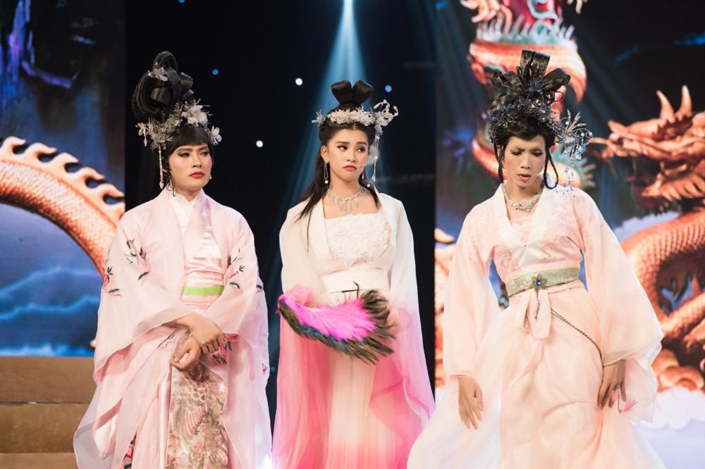 Hoa hậu Tiểu Vy hóa tiên nữ quyến rũ Ngọc hoàng trong Táo Quân 2019-3