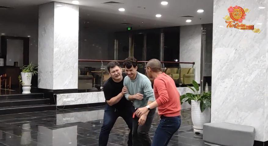 HOT: Lộ clip hậu trường tập luyện cười ra nước mắt của Táo Quân 2019-1