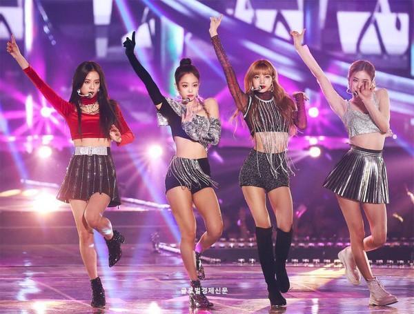 Rộn rã loạt sân khấu âm nhạc Kpop: BTS - EXO hay BlackPink có màn khép lại năm qua rực rỡ nhất?-4