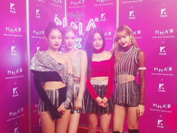 Rộn rã loạt sân khấu âm nhạc Kpop: BTS - EXO hay BlackPink có màn khép lại năm qua rực rỡ nhất?-5