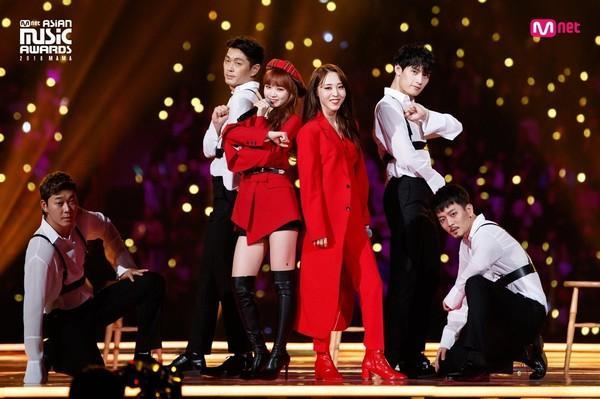 Rộn rã loạt sân khấu âm nhạc Kpop: BTS - EXO hay BlackPink có màn khép lại năm qua rực rỡ nhất?-2