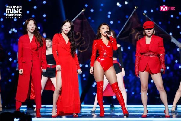 Rộn rã loạt sân khấu âm nhạc Kpop: BTS - EXO hay BlackPink có màn khép lại năm qua rực rỡ nhất?-3