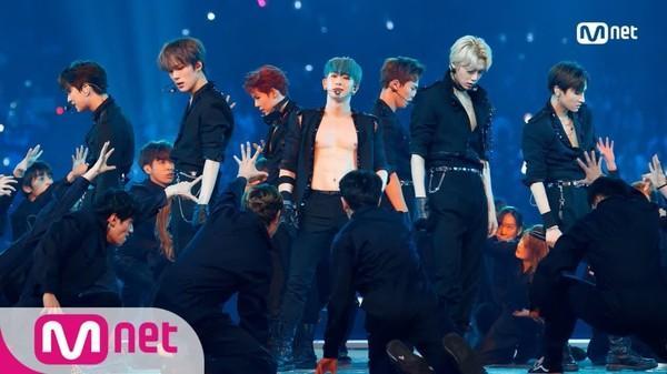Rộn rã loạt sân khấu âm nhạc Kpop: BTS - EXO hay BlackPink có màn khép lại năm qua rực rỡ nhất?-6