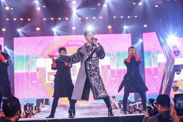 Mỹ Tâm hát hit trong phim mới tặng 48 ngàn khán giả Hà Nội-18