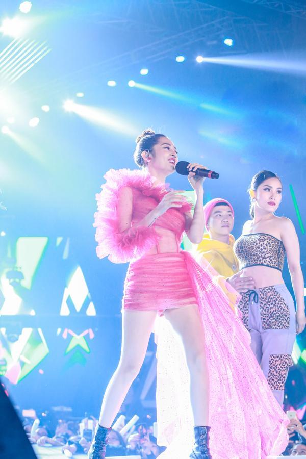 Mỹ Tâm hát hit trong phim mới tặng 48 ngàn khán giả Hà Nội-8