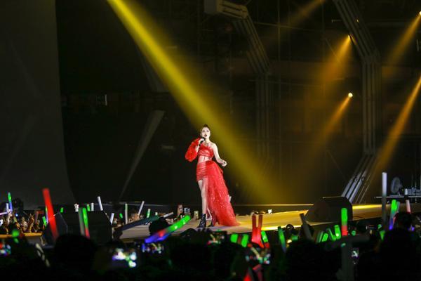 Mỹ Tâm hát hit trong phim mới tặng 48 ngàn khán giả Hà Nội-9