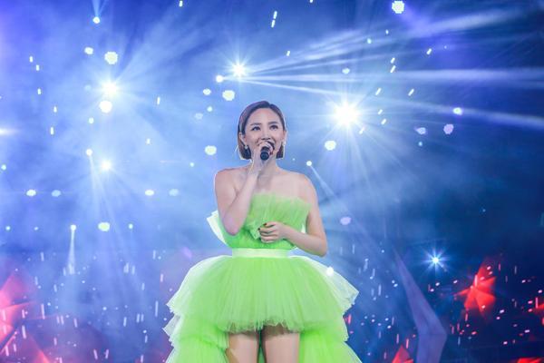 Mỹ Tâm hát hit trong phim mới tặng 48 ngàn khán giả Hà Nội-6