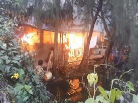 Căn nhà cấp 4 của quán câu cá phát hỏa, cột khói bốc cao hàng chục mét ở Sài Gòn