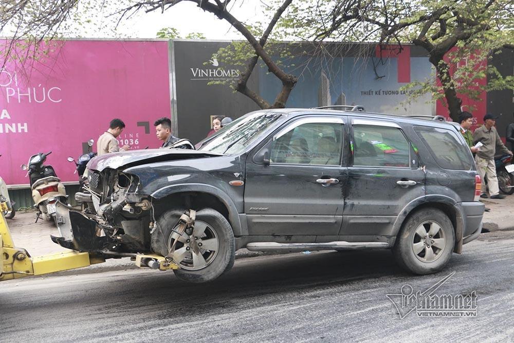 Ô tô đâm 5 xe trên phố Ngọc Khánh: Thai phụ nhảy bật trong tích tắc-1