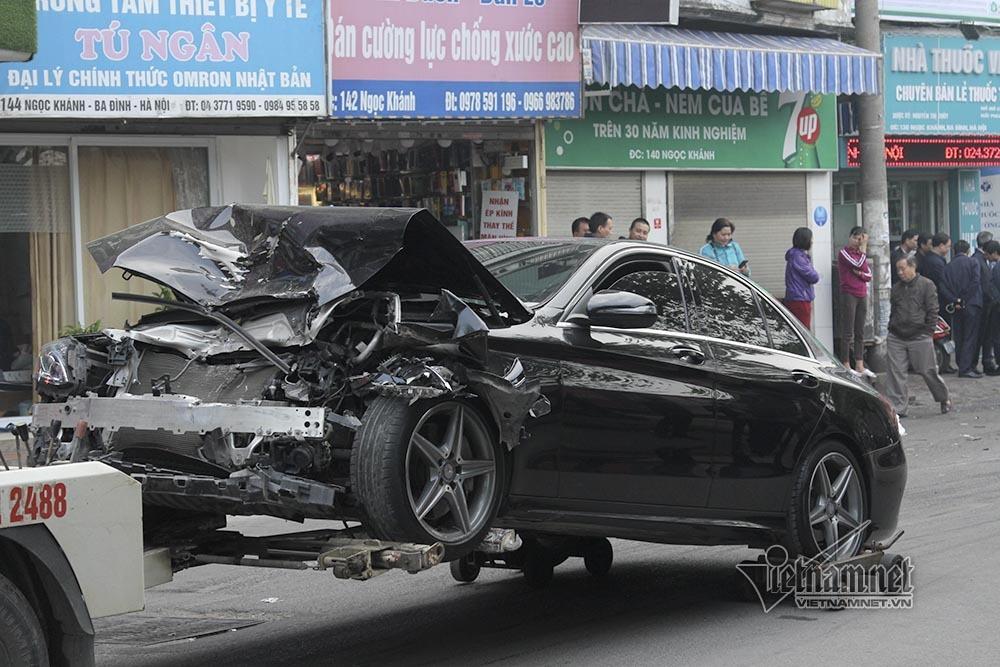 Ô tô đâm 5 xe trên phố Ngọc Khánh: Thai phụ nhảy bật trong tích tắc-10