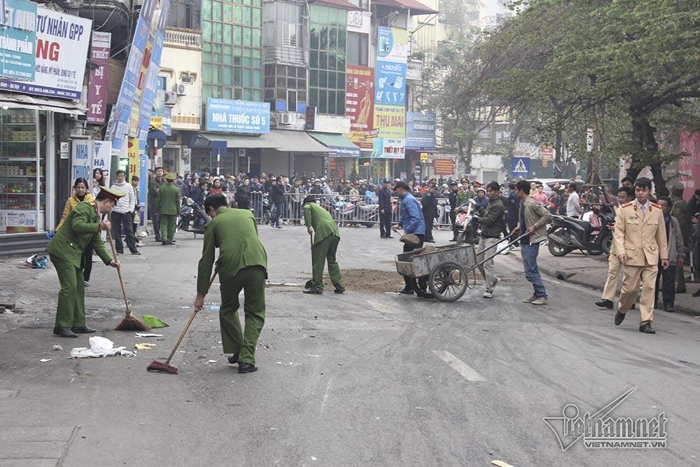 Ô tô đâm 5 xe trên phố Ngọc Khánh: Thai phụ nhảy bật trong tích tắc-11