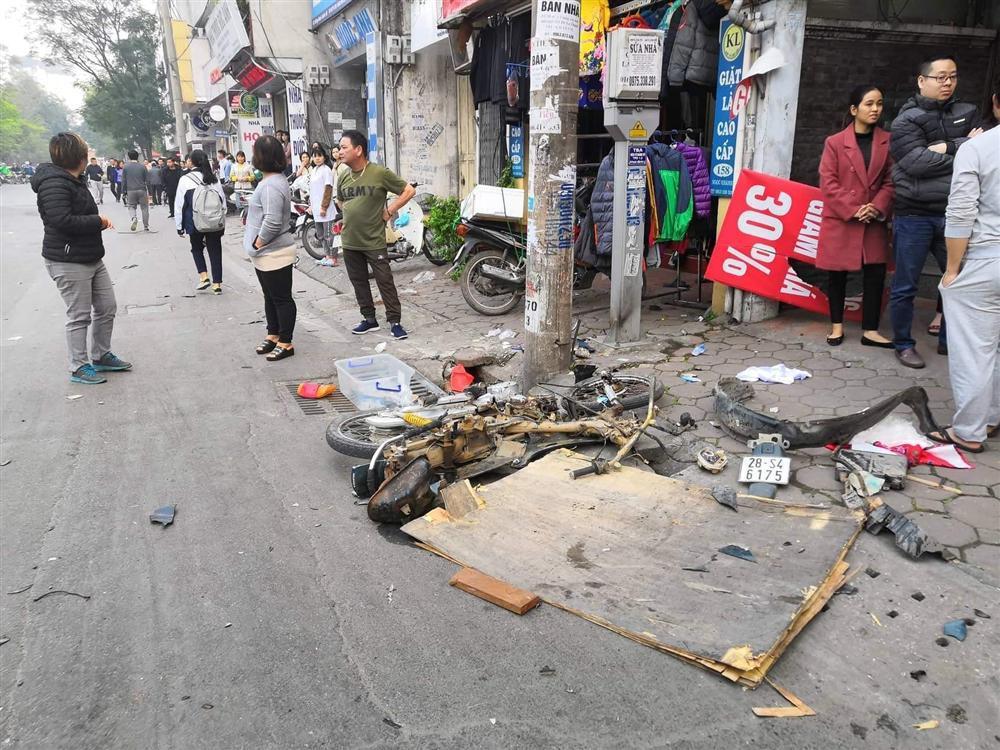 Ô tô đâm 5 xe trên phố Ngọc Khánh: Thai phụ nhảy bật trong tích tắc-5