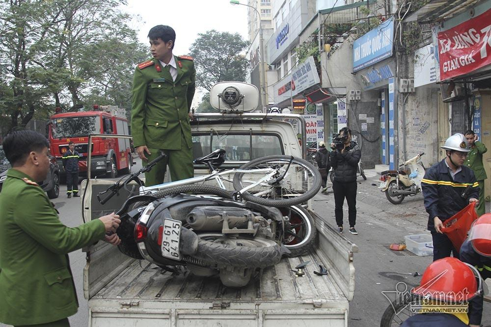 Ô tô đâm 5 xe trên phố Ngọc Khánh: Thai phụ nhảy bật trong tích tắc-8