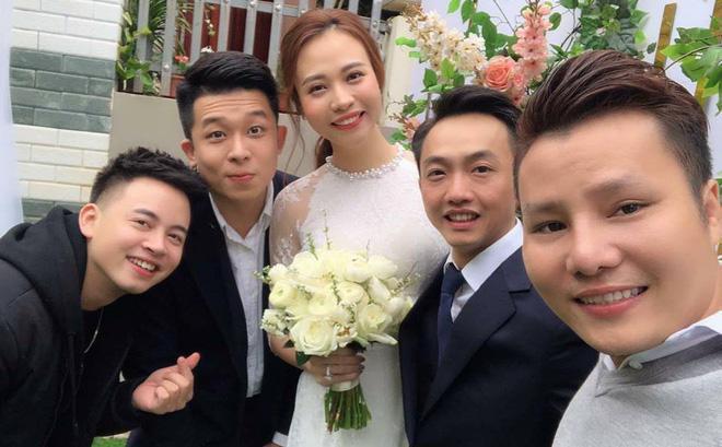 HOT: Cường Đô La - Đàm Thu Trang chính thức ăn hỏi, mẹ đẻ nam doanh nhân tình cảm trao nhẫn cho con dâu-1