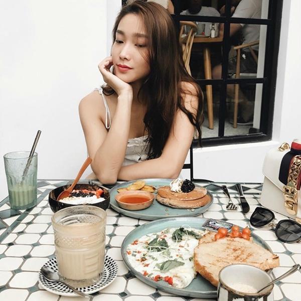 Không phải Hoàng Yến Chibi, bạn gái của tay vợt số 1 Việt Nam Lý Hoàng Nam là hotgirl bóng rổ, mặt xinh, cao 1m72-6