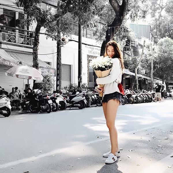Không phải Hoàng Yến Chibi, bạn gái của tay vợt số 1 Việt Nam Lý Hoàng Nam là hotgirl bóng rổ, mặt xinh, cao 1m72-8