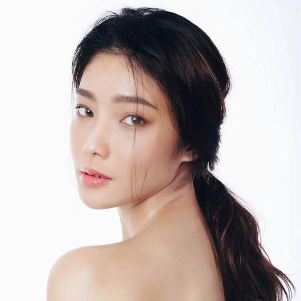 Không phải Hoàng Yến Chibi, bạn gái của tay vợt số 1 Việt Nam Lý Hoàng Nam là hotgirl bóng rổ, mặt xinh, cao 1m72-2