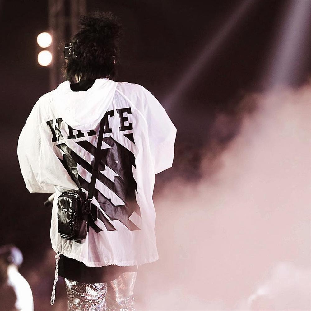 Sơn Tùng M-TP tích cực lăng xê áo hoodie phong cách streetwear-6