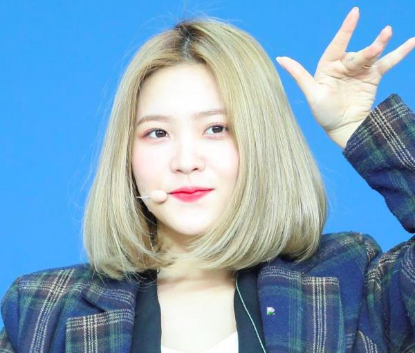 Nghi án Yeri (Red Velvet) đang cố tình gây chú ý bằng cách bắt chước phong thái của Taeyeon và IU?-1